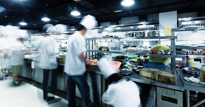busy-restaurant-kitchen_tp